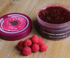 summer, body scrub, and raspberry image