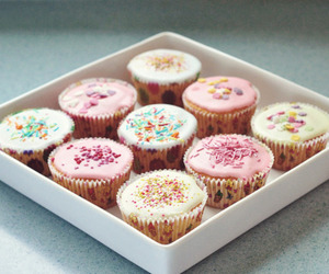 cupcakes and pearlsandfloral image