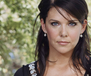 gilmore girls, Lauren Graham, and lorelai image