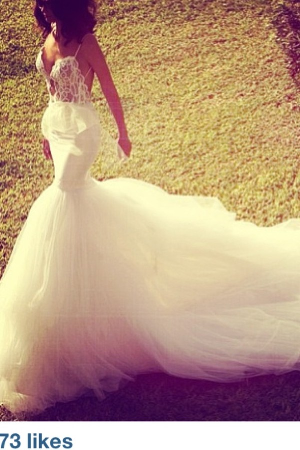 lace wedding dress tumblr - Google Search on We Heart It