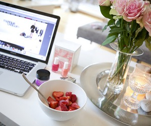 flowers, strawberry, and pretty image