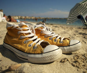 beach, converse, and shoes image
