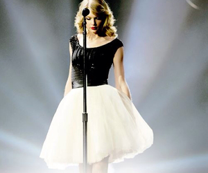 Taylor Swift, taylor, and red tour image