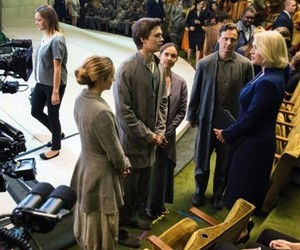 divergent and behind the scene image
