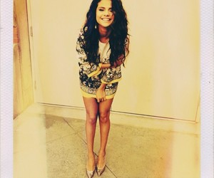 selena and smiling image