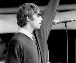 liam gallagher, oasis, and wonderwall image