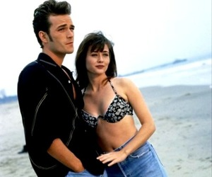 beverly hills 90210, luke perry, and shannen doherty image
