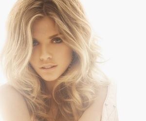 AnnaLynne McCord and 90210 image