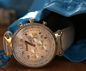 watch and D&G image