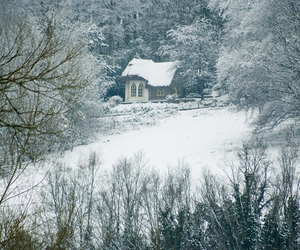 britain, cottage, and snow image