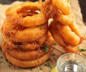 batter, greasy, and onion ring image