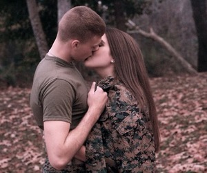 kiss and military love image