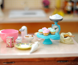 cupcake and miniature image