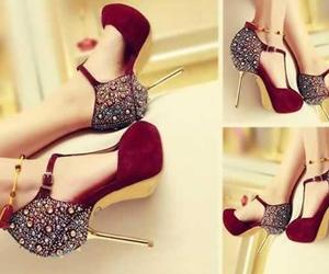 chicas, tacones, and bellos image