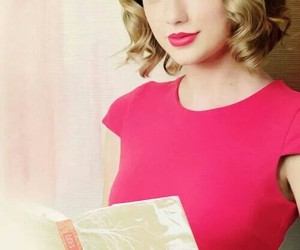 Taylor Swift and the giver image