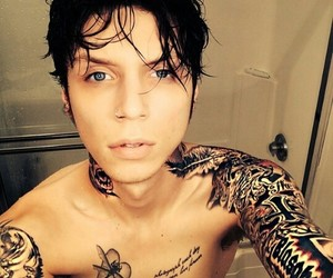 andy, shower, and andy biersack image