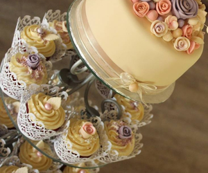 cupcakes, wedding cupcakes, and classic cupcakes image