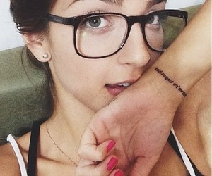 linda, morena, and oculos image