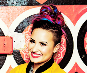 demetria devonne lovato, demi lovato, and Queen image