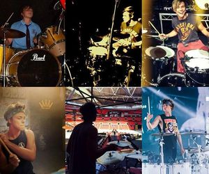 5 seconds of summer, fetus ashton, and 5sos image