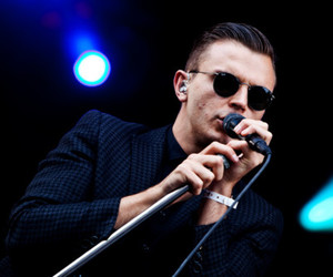 hurts and music image