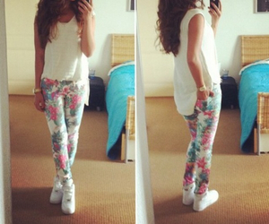 flower, outfit, and bunette image