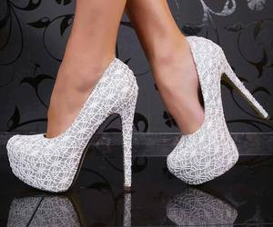 girls and shoes image