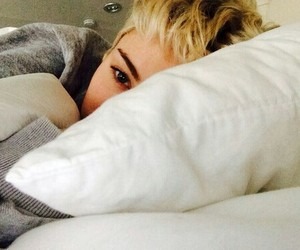 bed, life, and miley image