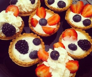 cupcake, фрукты, and berries image
