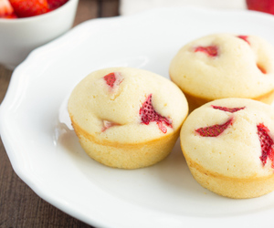 breakfast, strawberry, and muffins image