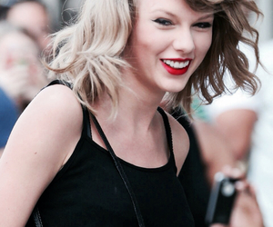 lips, Swift, and taylor image