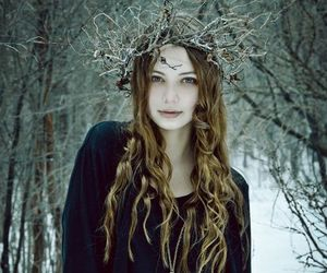 girl, winter, and crown image