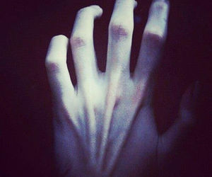 hands and pain image