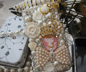 pearls, fashion, and Queen image
