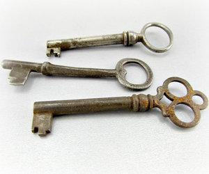 b, antique skeleton keys, and antique victorian keys image