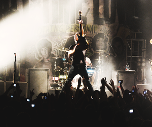 all time low, alex gaskarth, and concert image