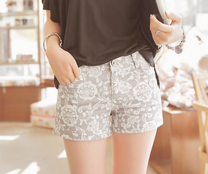 floral, kfashion, and shorts image