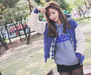 ulzzang, korean, and style image