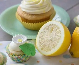 cup cakes, high tea, and daisy image