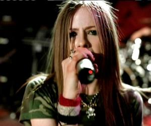 Avril Lavigne and losing grip image