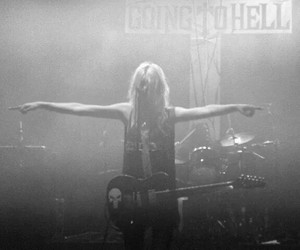 guitar, the pretty reckless, and Taylor Momsen image