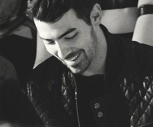 Joe Jonas, jonas brothers, and smile image