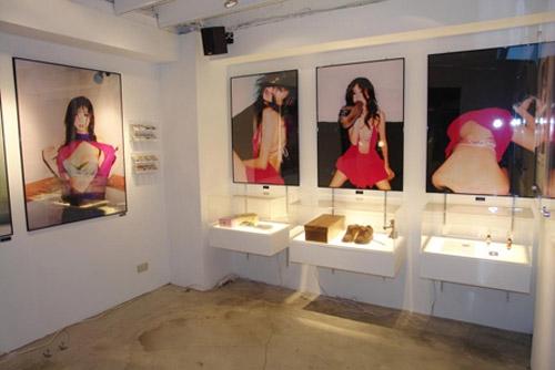 Aki Hoshino, exibition, and japan image