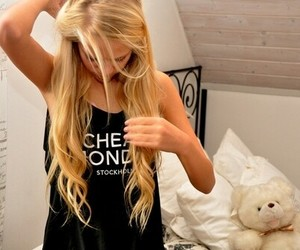 bedroom, blonde, and girl image