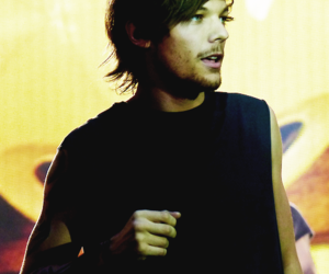 louis tomlinson, one direction, and wwat image