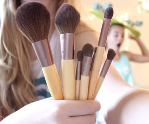 Brushes, makeup, and quality image