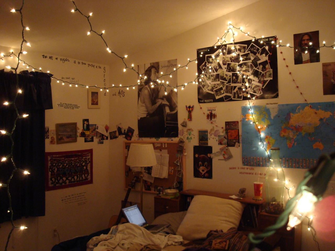 Tumblr Room Google Zoeken On We Heart It Christmas Lights In Bedroom Hanging