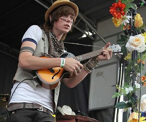 christofer drew, never shout never, and chris drew image