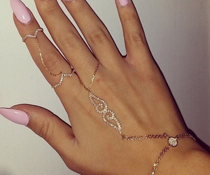 nails pink gold chain image