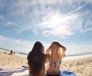amigas, beach, and blond image
